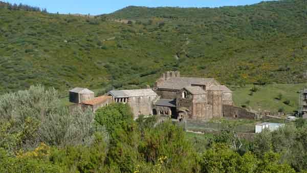 Monestir de S. Quirze, enmig de la vall