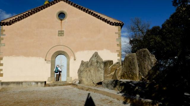 Ermita i dolmen de Puigseslloses