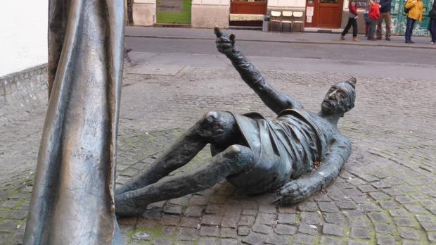 Carl Lutz sculpture
