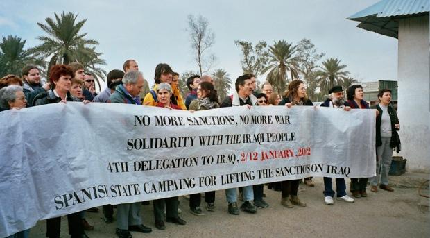 Concentració davant seu ONU a Bagdad per demanar la fi de les sancions. 2002