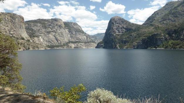 Pantà Hench Henchy. Yosemite. Abasteix d'aigua la ciutat de S. Francisco