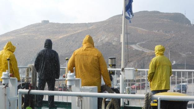 Mariners del petit ferri Glory, davant illa Psará