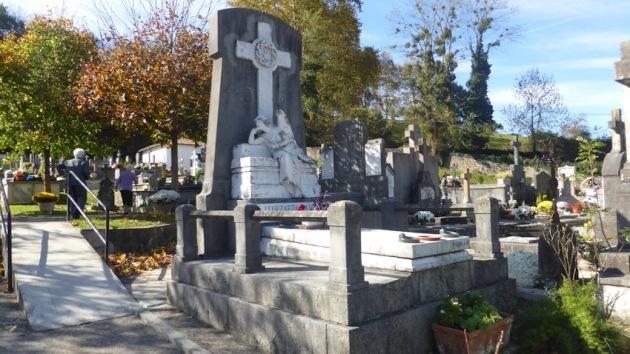 Elizondo. Cementerio. Tumba del ángel