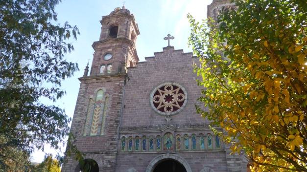 Elizondo. Torre església Santiago financiada por Brualio Iriarte (detalle de espiga y corona)