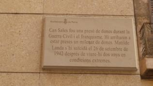 Placa a la Biblioteca Can Sales, abans presó de dones. Palma de Mallorca Foto:gloriacondal