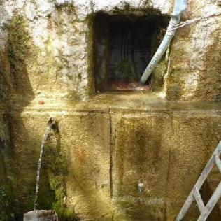 Font església Cosme i Damia Xios (Chios). Foto: gloriacondal