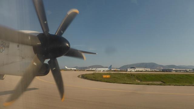 Atenes avio helices a illa